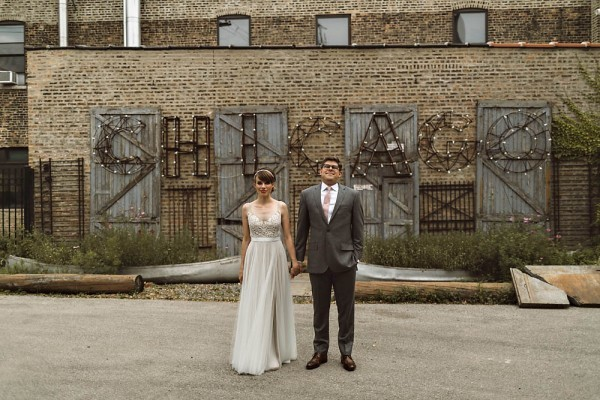 Vintage-Industrial-Chicago-Wedding-at-Salvage-One-9-of-33-600x400