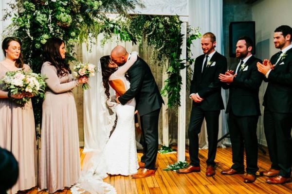 Pennsylvania-Couple-Made-Their-Front-Palmer-Wedding-Their-Own-31