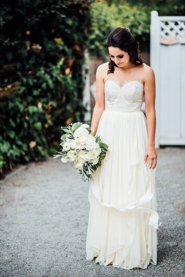 Sentimental-Cottage-Wedding-Monarch-Cove-Inn-Julie-Pepin-1