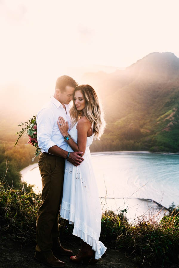 This Couple's Koolauloa, Hawaii Anniversary Shoot is Like a Free Trip to Paradise