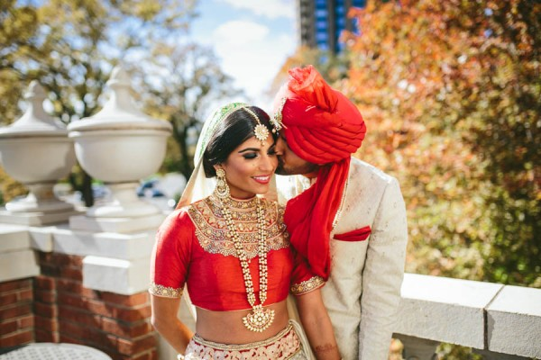 Modern-Minneapolis-Indian-Wedding-Calhoun-Beach-Club-16