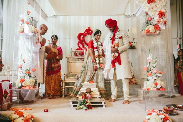 Modern-Minneapolis-Indian-Wedding-Calhoun-Beach-Club-22