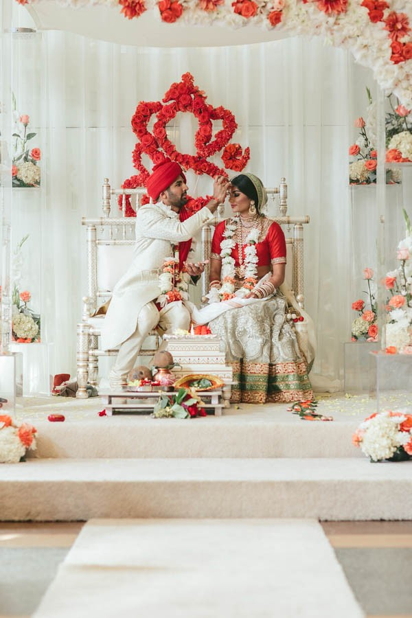 Modern-Minneapolis-Indian-Wedding-Calhoun-Beach-Club-25