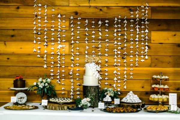 Navy-Gold-Barn-Wedding-Denver-42-600x400