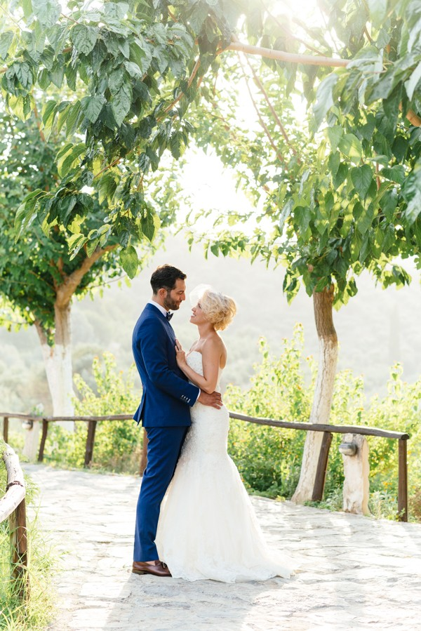 Stylish-Greek-Village-Wedding-at-Agreco-Farm-Elias-Kordelakos-16