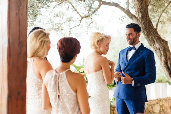 Stylish-Greek-Village-Wedding-at-Agreco-Farm-Elias-Kordelakos-9