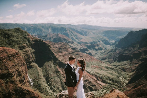 This-Jaw-Dropping-Waimea-Canyon-Wedding-Hawaii-Like-You've-Never-Seen-Before-16