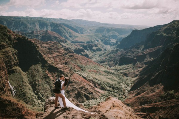 This-Jaw-Dropping-Waimea-Canyon-Wedding-Hawaii-Like-You've-Never-Seen-Before-18