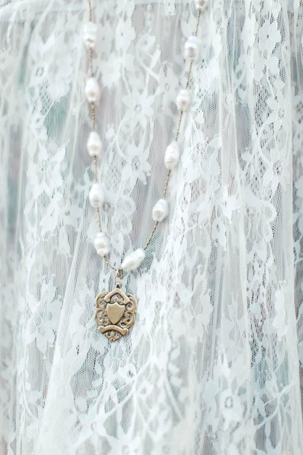 edgy-romantic-santa-fe-bridal-inspiration-3