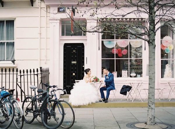 stunning-london-couple-portraits-and-engagement-ceremony-10