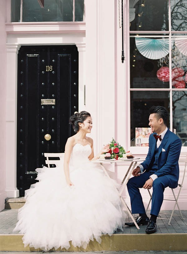 stunning-london-couple-portraits-and-engagement-ceremony-12