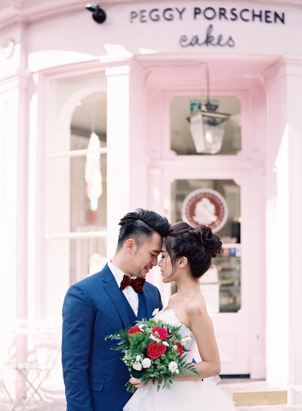 stunning-london-couple-portraits-and-engagement-ceremony-16