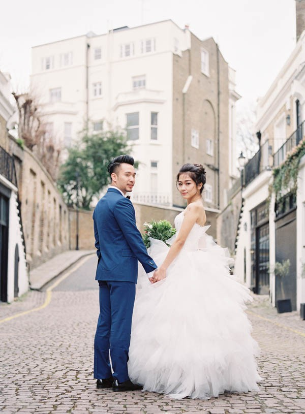 stunning-london-couple-portraits-and-engagement-ceremony-18