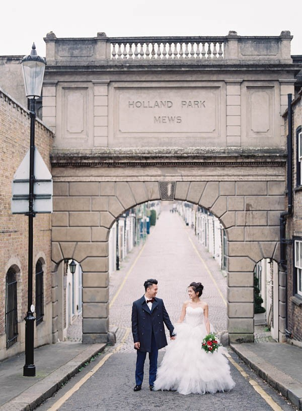 stunning-london-couple-portraits-and-engagement-ceremony-21