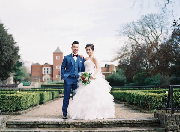 stunning-london-couple-portraits-and-engagement-ceremony-22