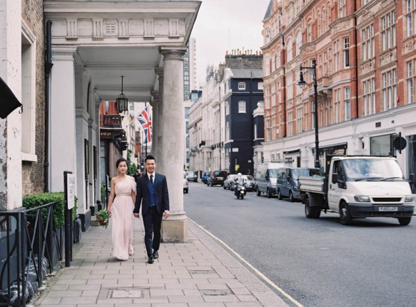stunning-london-couple-portraits-and-engagement-ceremony-27