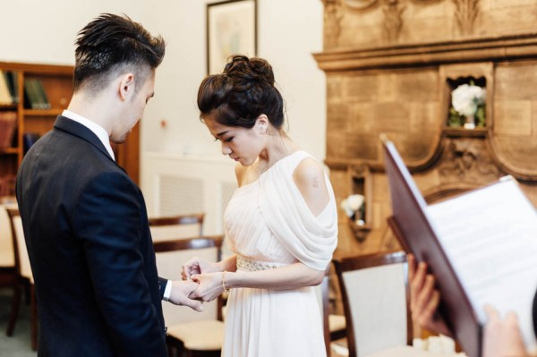 stunning-london-couple-portraits-and-engagement-ceremony-30