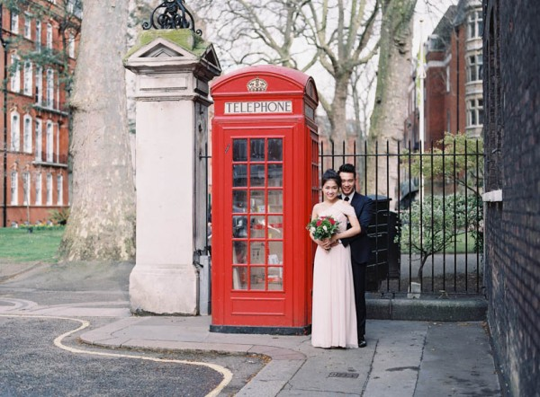 stunning-london-couple-portraits-and-engagement-ceremony-37