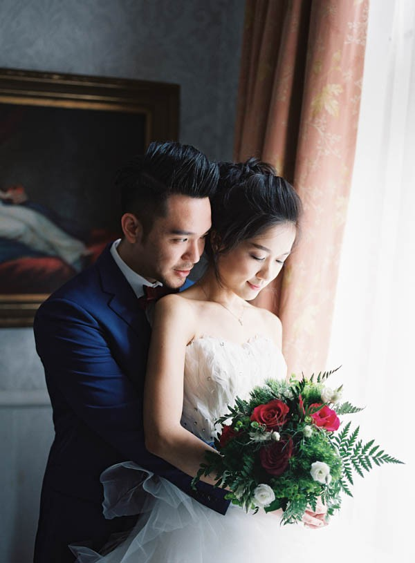 stunning-london-couple-portraits-and-engagement-ceremony-8