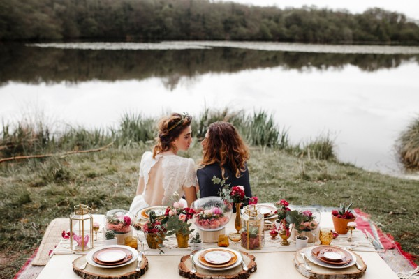 a-romantic-french-elopement-with-roses-cacti-and-macrame-at-souston-lake-7