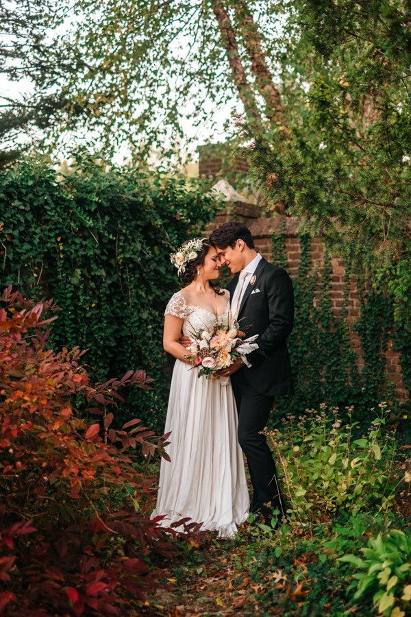 cerulean-and-dusty-peach-pennsylvania-wedding-at-aldie-mansion-22