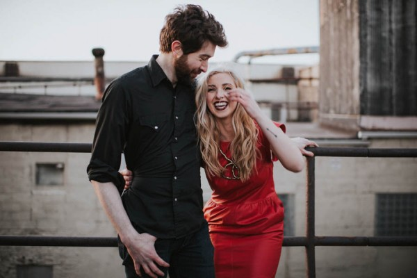 just-try-not-to-smile-at-this-adorable-milwaukee-engagement-1