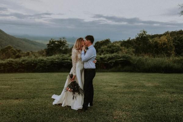 lush-bohemian-australian-wedding-at-maleny-retreat-1