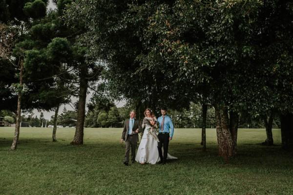 lush-bohemian-australian-wedding-at-maleny-retreat-16