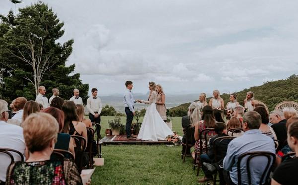 lush-bohemian-australian-wedding-at-maleny-retreat-17