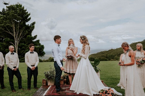 lush-bohemian-australian-wedding-at-maleny-retreat-18