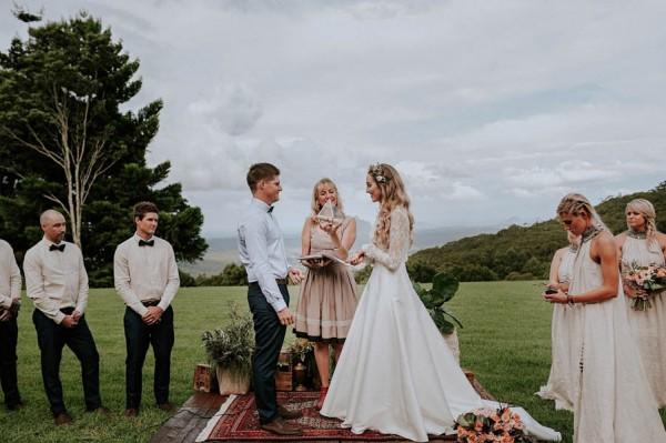 lush-bohemian-australian-wedding-at-maleny-retreat-18