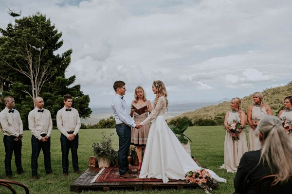 lush-bohemian-australian-wedding-at-maleny-retreat-19