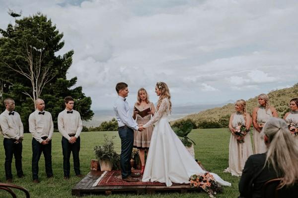 lush-bohemian-australian-wedding-at-maleny-retreat-19