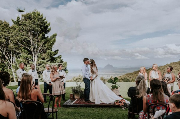 lush-bohemian-australian-wedding-at-maleny-retreat-20