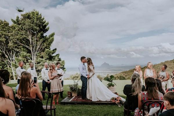 lush-bohemian-australian-wedding-at-maleny-retreat-20