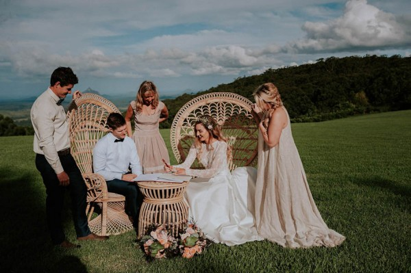lush-bohemian-australian-wedding-at-maleny-retreat-21