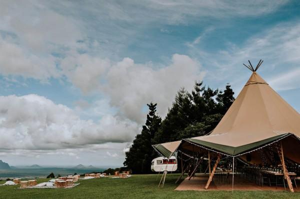 lush-bohemian-australian-wedding-at-maleny-retreat-8