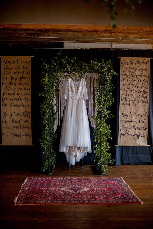organic-industrial-louisiana-wedding-at-aubrey-hall-19
