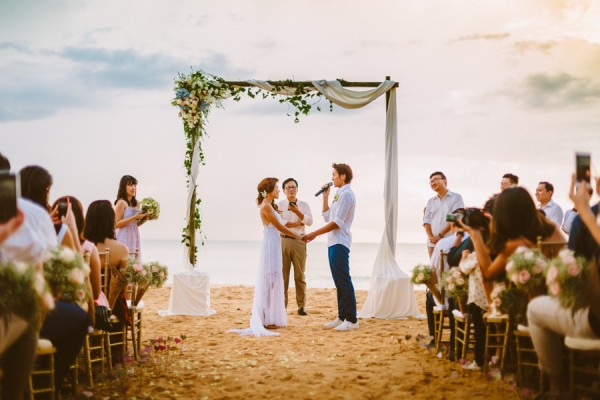 the-sunset-ceremony-in-this-aleenta-resort-wedding-is-what-dreams-are-made-of-11