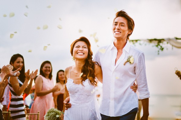 the-sunset-ceremony-in-this-aleenta-resort-wedding-is-what-dreams-are-made-of-13
