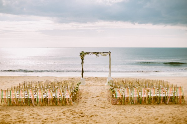 the-sunset-ceremony-in-this-aleenta-resort-wedding-is-what-dreams-are-made-of-5