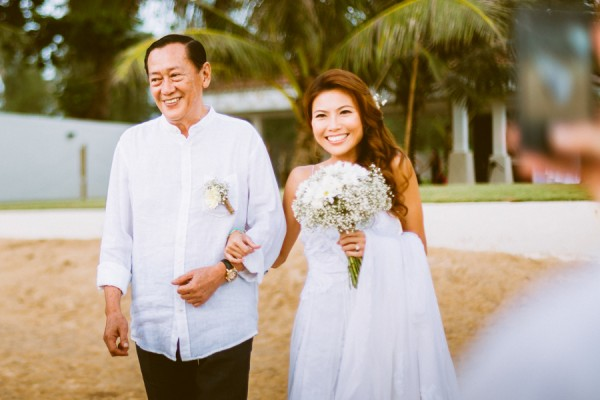 the-sunset-ceremony-in-this-aleenta-resort-wedding-is-what-dreams-are-made-of-8