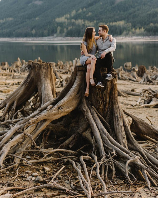 the-views-are-unreal-in-this-breathtaking-bridal-veil-falls-engagement-shoot-1