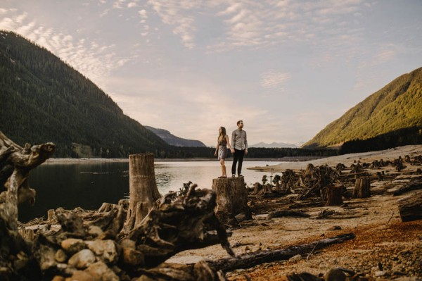 the-views-are-unreal-in-this-breathtaking-bridal-veil-falls-engagement-shoot-12
