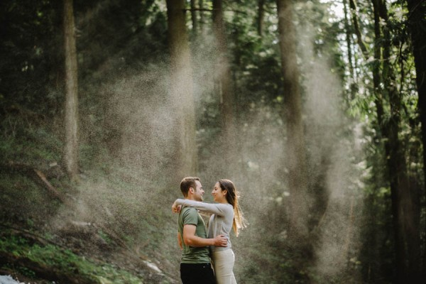 the-views-are-unreal-in-this-breathtaking-bridal-veil-falls-engagement-shoot-13
