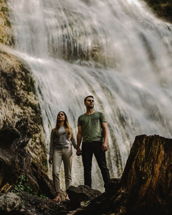 the-views-are-unreal-in-this-breathtaking-bridal-veil-falls-engagement-shoot-16