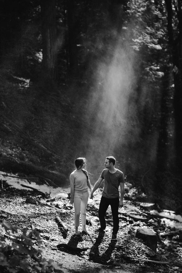 the-views-are-unreal-in-this-breathtaking-bridal-veil-falls-engagement-shoot-17