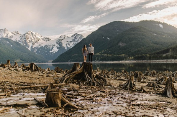 the-views-are-unreal-in-this-breathtaking-bridal-veil-falls-engagement-shoot-19
