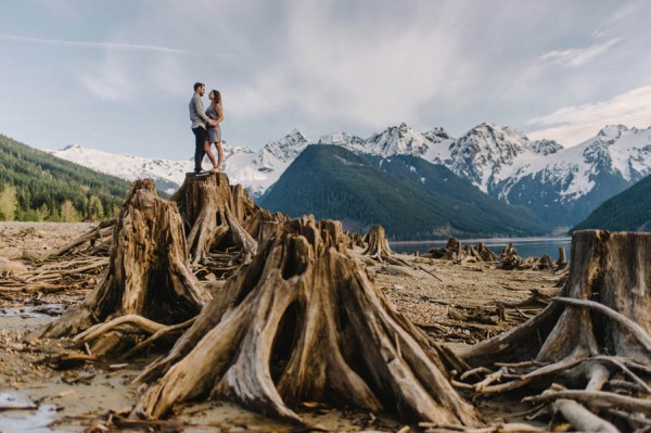 the-views-are-unreal-in-this-breathtaking-bridal-veil-falls-engagement-shoot-2