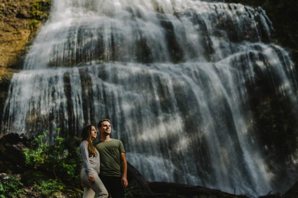 the-views-are-unreal-in-this-breathtaking-bridal-veil-falls-engagement-shoot-20